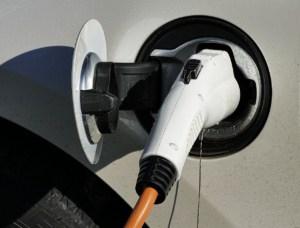 electric-car e-auto laden